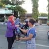 Berbagi Berkah Ramadhan Di Depan Taman Rajekwesi , Oleh Mahasiswa Kampus Ungu